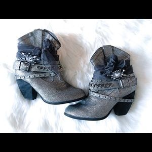 Not Rated Women's Glitzy Harness Booties Sz: 7